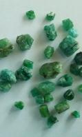 precious-emerald-roughstones-5
