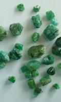 precious-emerald-roughstones-4
